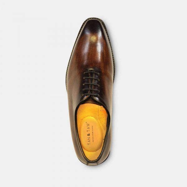 oxford shoes india dark wood color in greay plain background